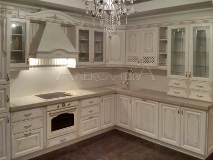 Белая кухня из ясеня фото: http://fotodizzkom.ru/4407-belaja-kuhnja-iz-jasenja-foto.html